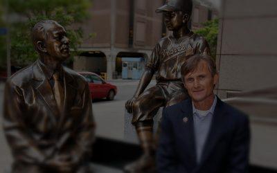 Trofej Chucka Bednarika vytvorí elitný sochár z USA